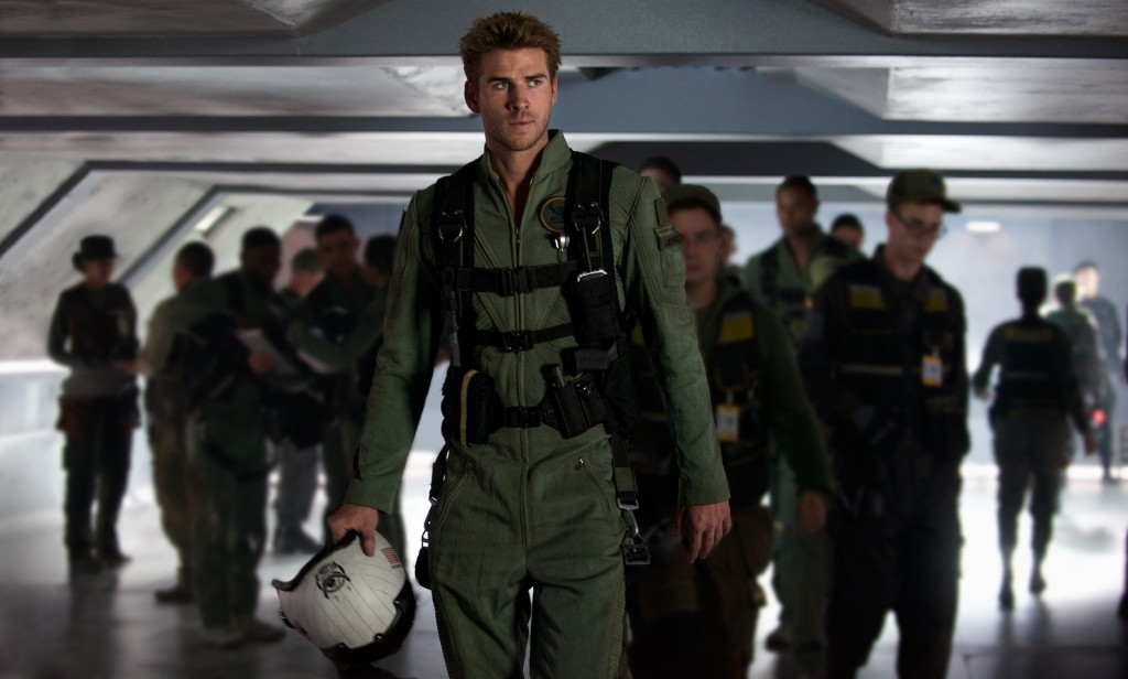 Liam Hemsworth es Jake Morrison