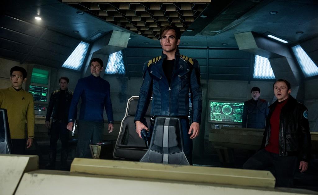 John Cho; Sulu, Anton Yelchin; Chekov, Karl Urban; Bones, Chris Pine; Kirk, Zachary Quinto; Spock y Simon Pegg; Scotty