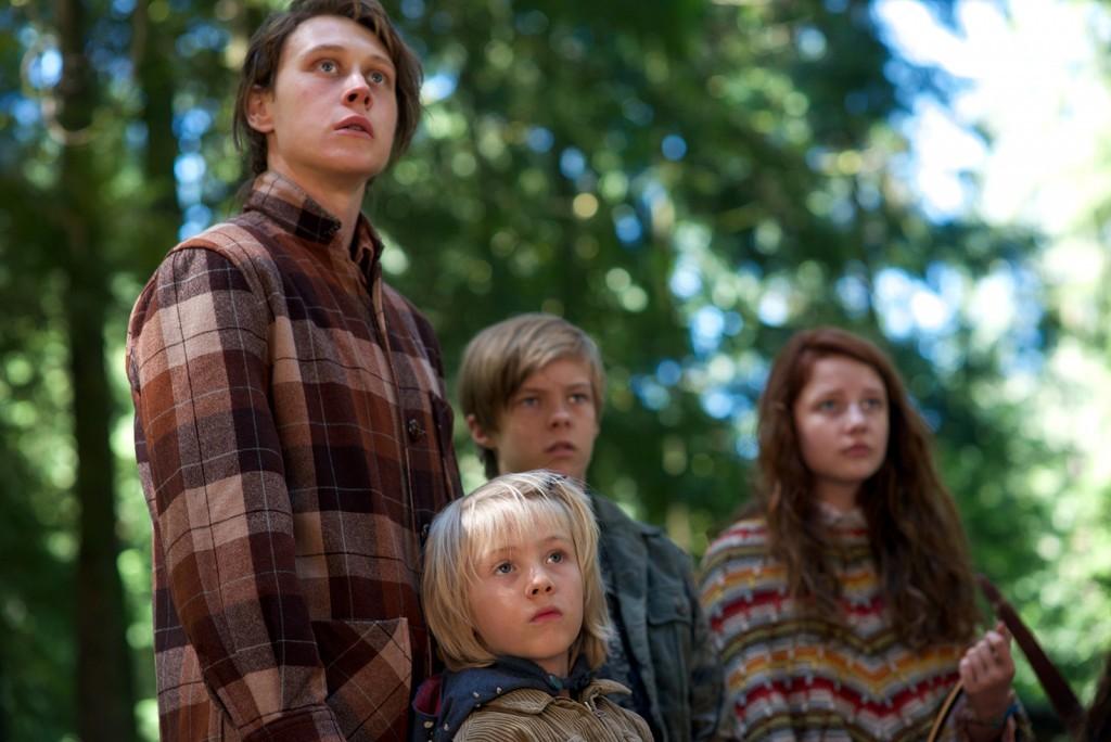 George MacKay (Bo), Charlie Shotwell (Nai), Nicholas Hamilton (Rellian) y Samantha Isler (Kielyr). Foto: Sierra –Affinity.
