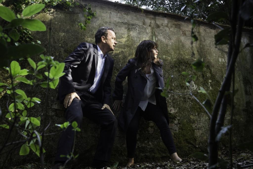 Tom Hanks y Felicity Jones en plena misión.