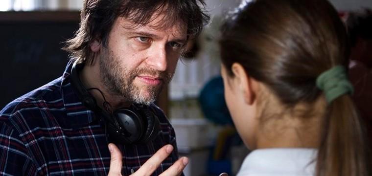La adaptación en vivo de Merlin, el encantador tiene director