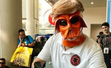 Mark Hamill infiltrado en la Comic-Con como Donald Trump/Darth Vader